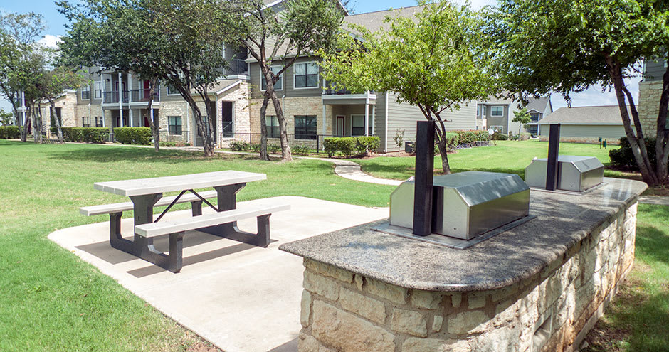 Bbq area at Republic Deer Creek Apartments in Fort Worth, TX