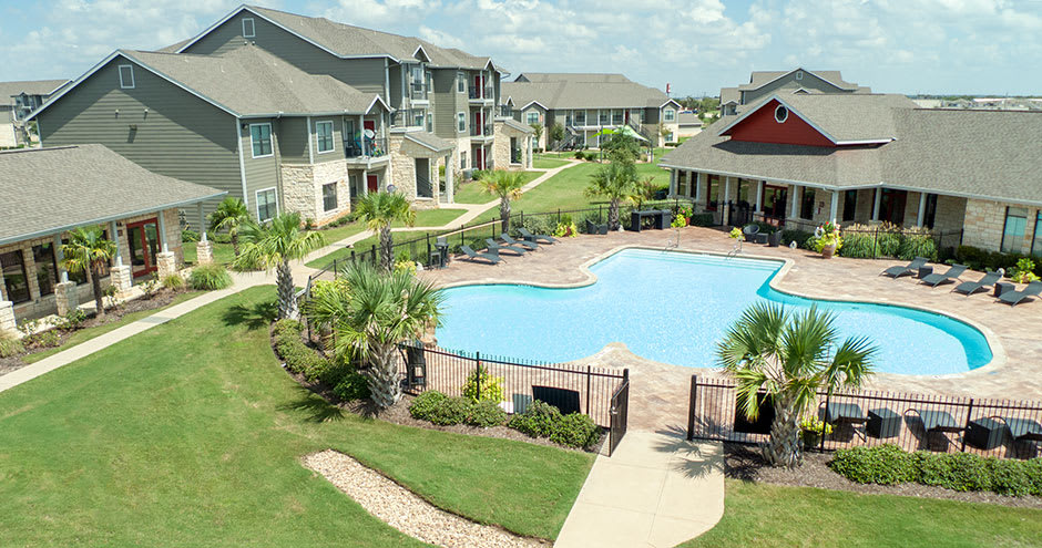 Apartments with a spacious swimming pool