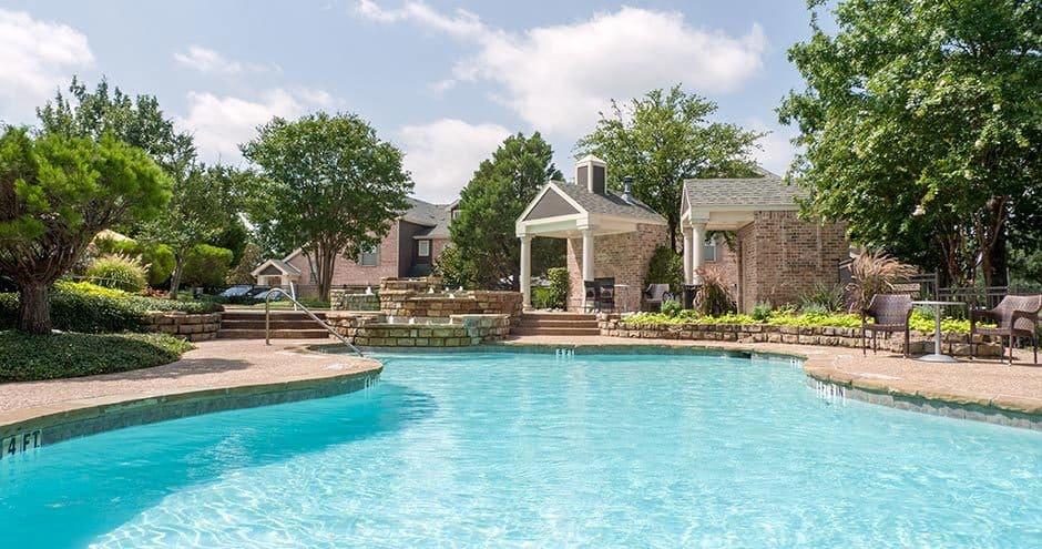Bella Vida at Coyote Ridge offers a modern swimming pool in Carrollton, Texas
