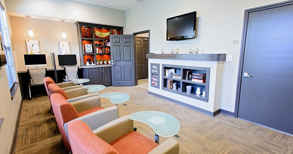 Spacious living room at Bristol Place Apartments in Baton Rouge, Louisiana