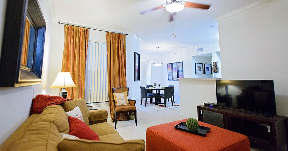 Bristol Place Apartments offers a beautiful living room in Baton Rouge, Louisiana