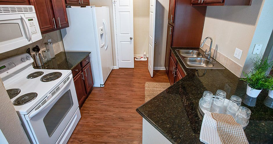 Hawthorne Ridge Apartments offers a spacious kitchen in Conroe, Texas