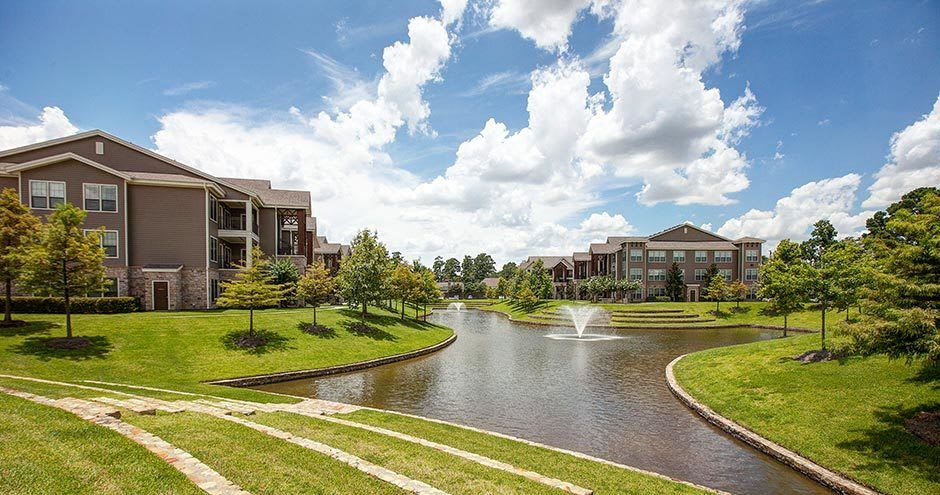 Northgate Oaks Apartments offers a spacious outdoors in Houston, Texas