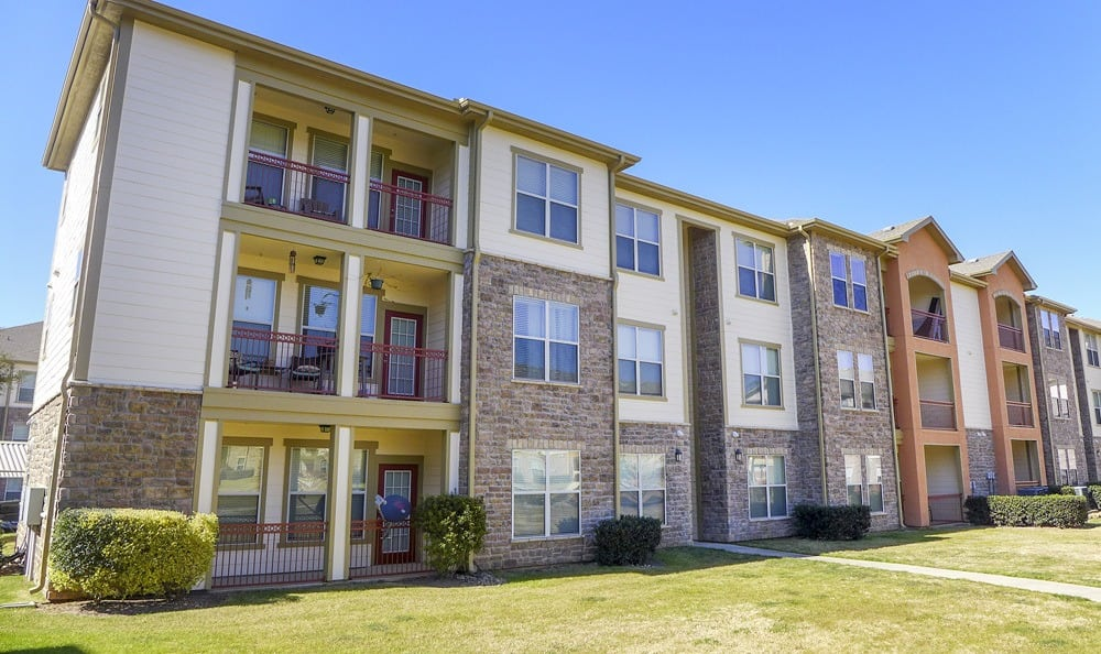 Apartment patio space for lounging at The Fountains of Conroe.
