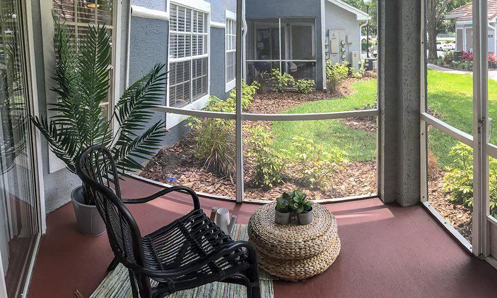Quiet view of exterior at Promenade at Aloma in Oviedo, Florida