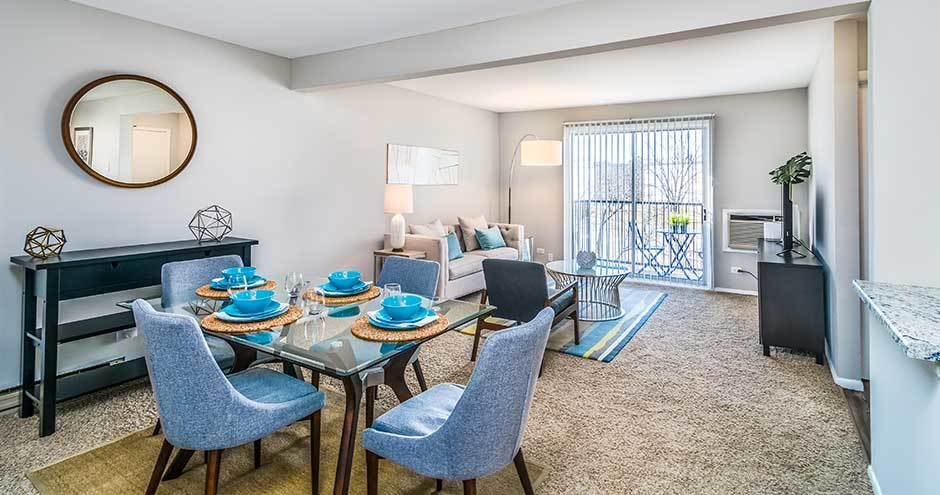 The Lakes at Fountain Square offers a modern living room in Waukegan, IL
