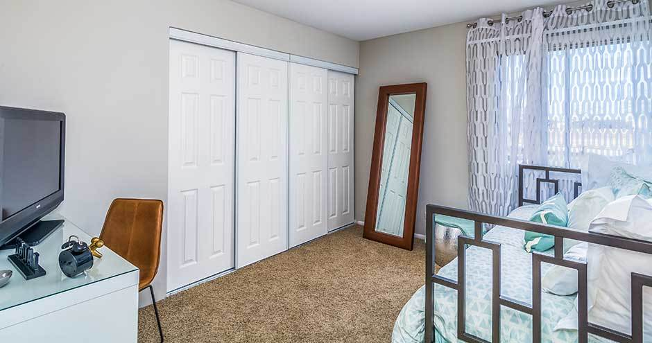 Beautiful apartments with walk-in closets in Waukegan, IL
