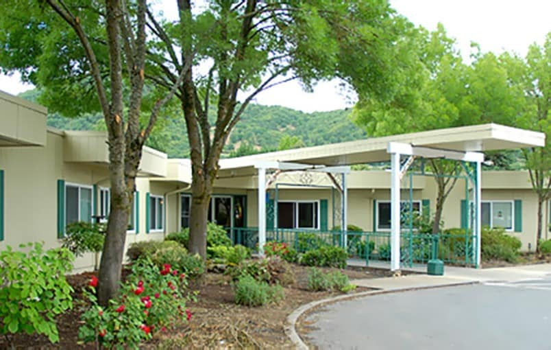 The common areas and landscaping at Regency Care of Rogue Valley in Grants Pass, Oregon, are very well maintained.