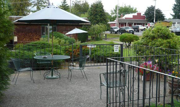 Patio at Regency Gresham Nursing and Rehabilitation Center in OR