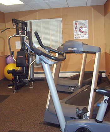 Fitness center at apartments in Mayfield Heights