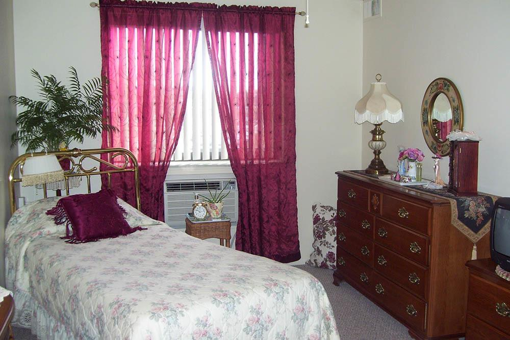 Well Lit Bedrooms In Mayfield Heights