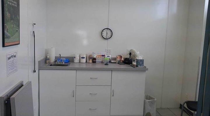 Caton Crossing Animal Hospital exam room 1