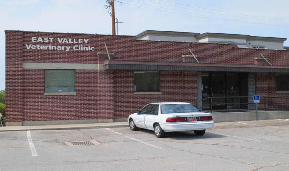 Building at East Valley Veterinary Clinic in Salt Lake City
