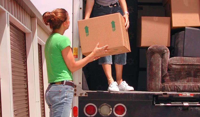 People moving stuff into DTC Self Storage