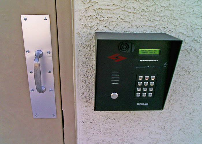 Features offered at First & River Self Storage in Tucson