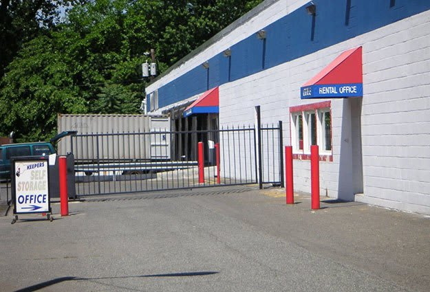 Keepers Self Storage Bergenfield Front Entrance in Bergenfield, New Jersey