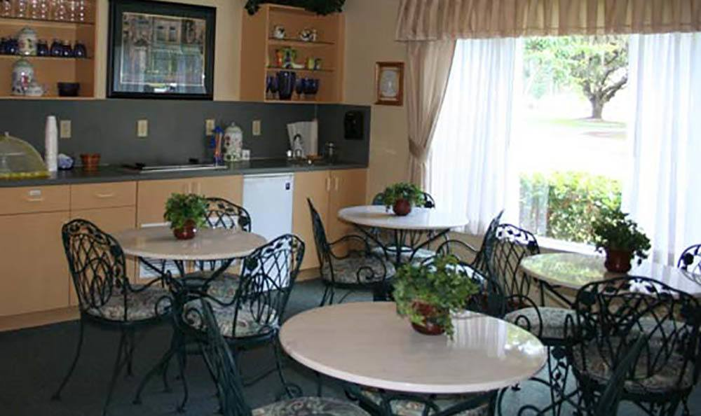 Casual Dining At Senior Living In Lakeland Florida