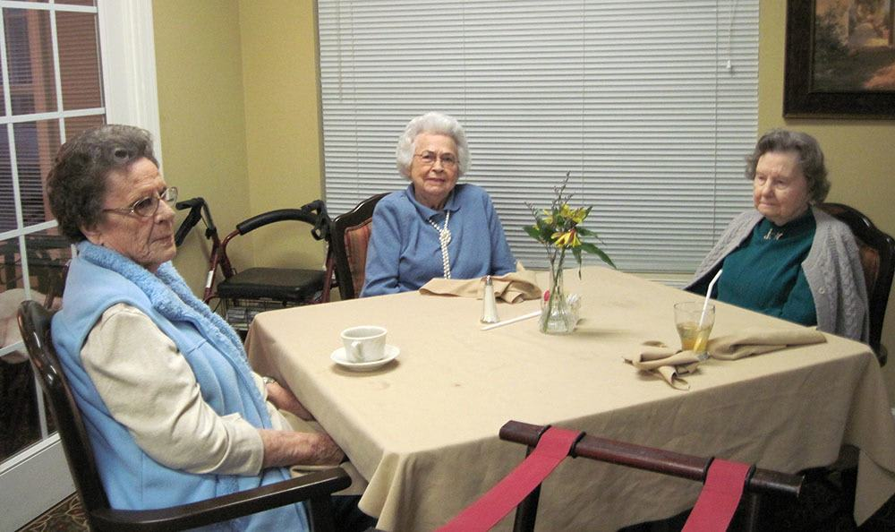Women having tea at senior living in Bartow