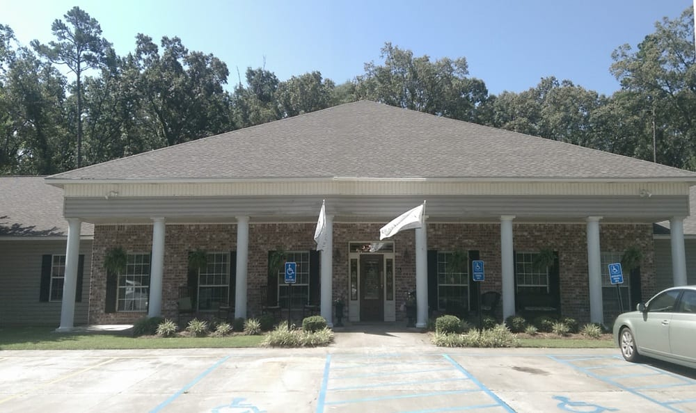 Front Entrance at Savannah Court of Bastrop senior living