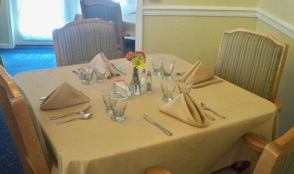 Dining table at senior living in Savannah Court of Milledgeville