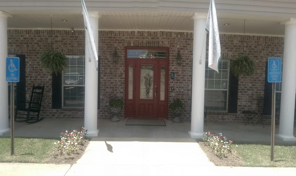 Front of building at Savannah Court of Minden Senior Living