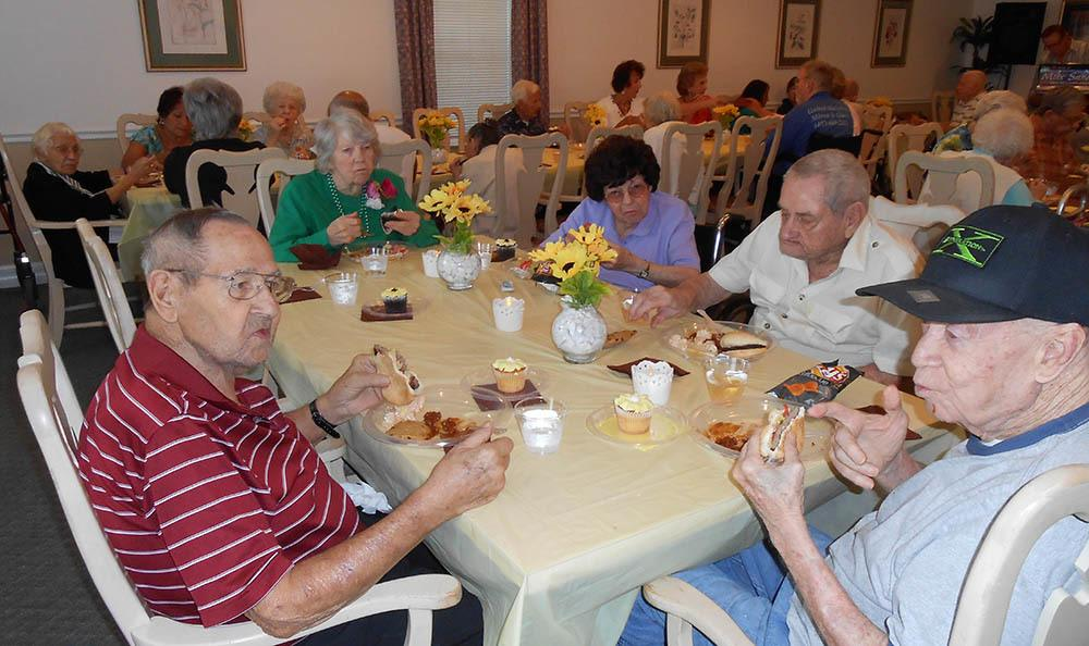Dining at senior living in FL