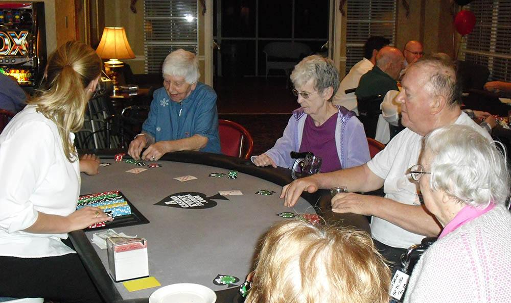 Card games at Savannah Court of the Palm Beaches in FL