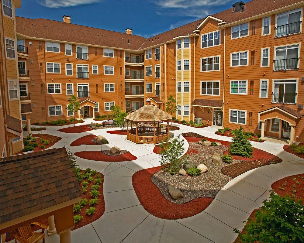 Large courtyard at City Walk at Woodbury