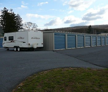 Building door and exterior units at Storage World in Womelsdorf, PA