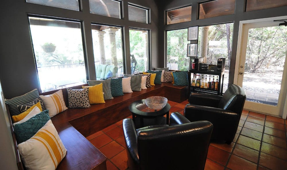 Enjoy talking in the lobby at Marquis at Caprock Canyon in Austin, Marquis at Caprock Canyon