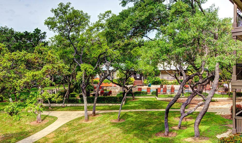 Well groomed and maintained grounds at Marquis at Deerfield, San Antonio