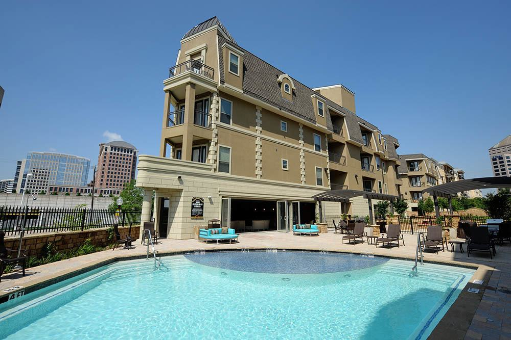 swimming pool at apartments The Marquis of State Thomas in Dallas