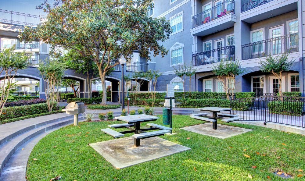 courtyard benches at Marquis at Tanglewood in Houston, TX