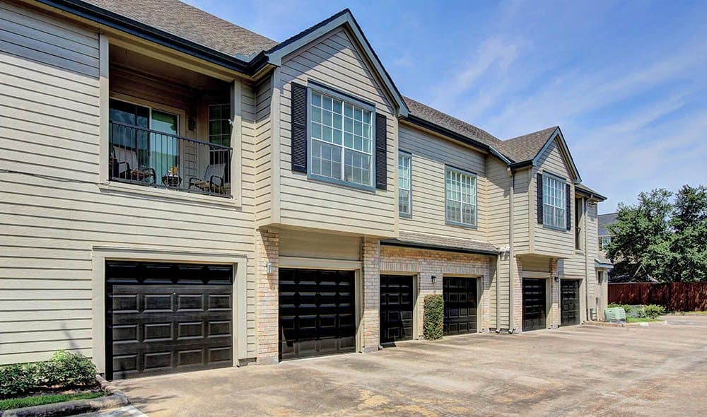 Attached garage at Marquis at Westchase