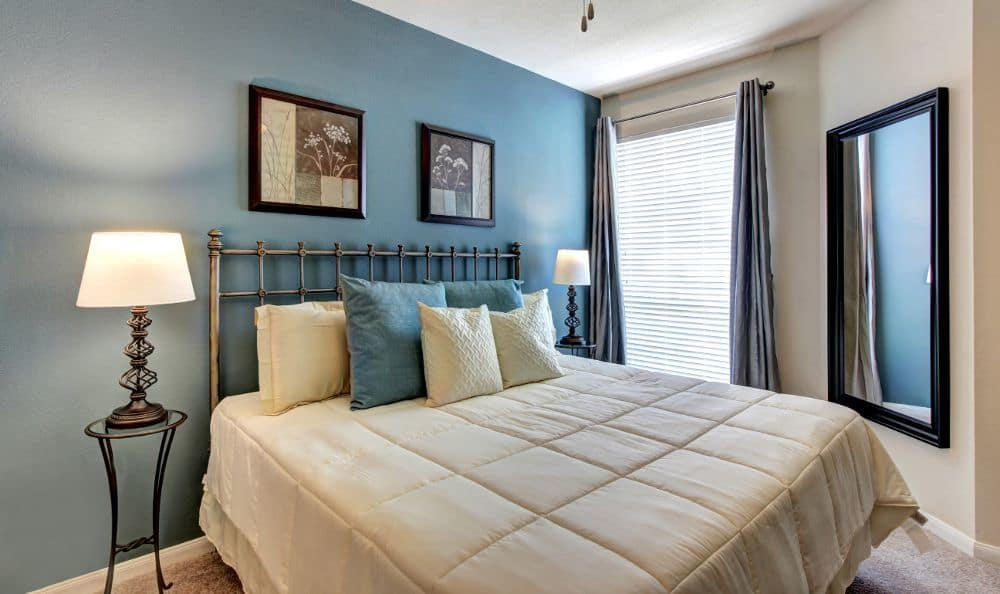 Master bedroom at apartments Marquis at Westchase in Houston