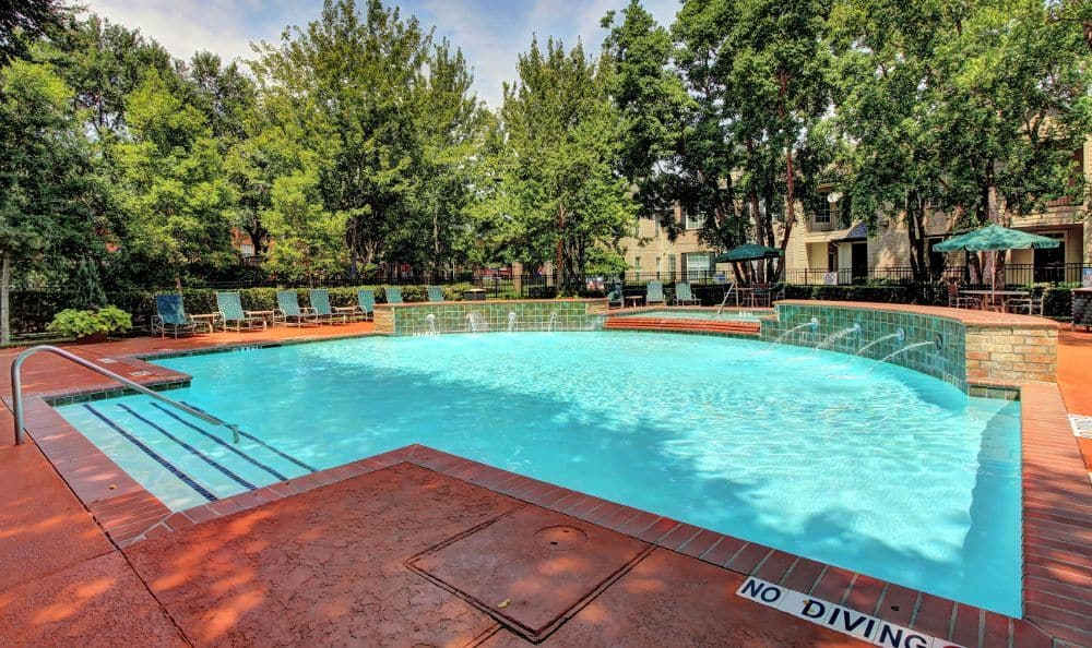 Swimming pool at apartments Marquis at Westchase in Houston