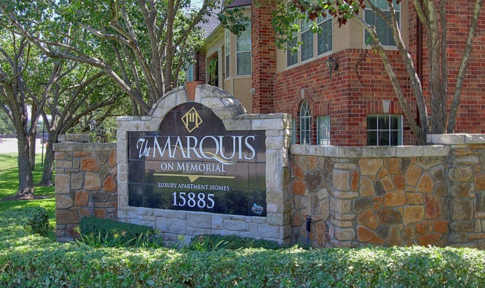 entrance sign at apartments in Houston, TX
