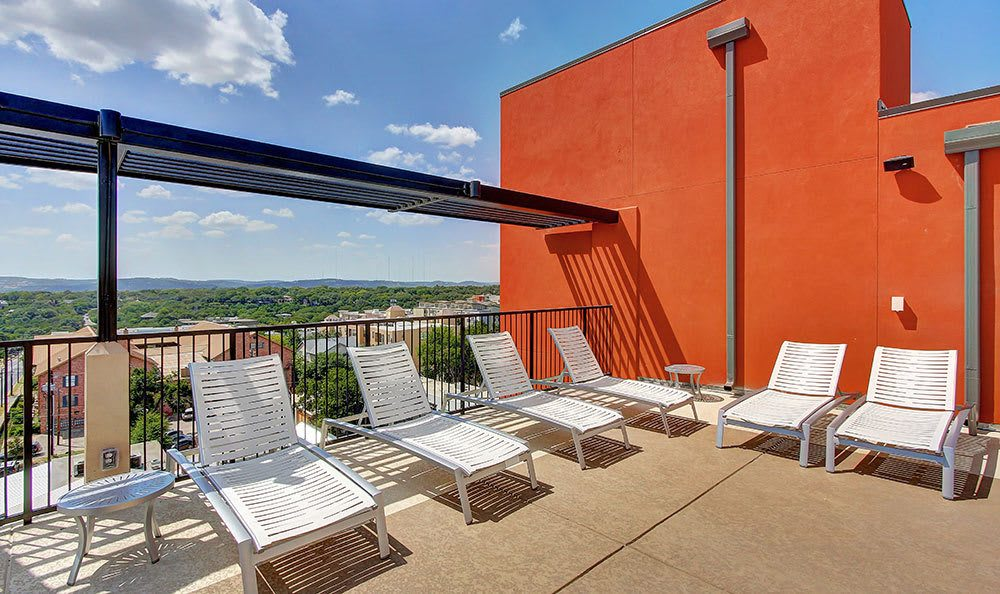 Rooftop terrace at Regents West at 24th in Austin