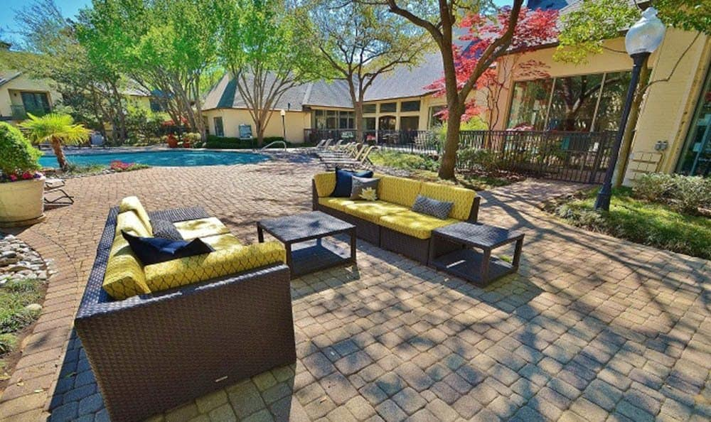 Enjoyable exterior lounge area at Marquis at Waterview in Richardson
