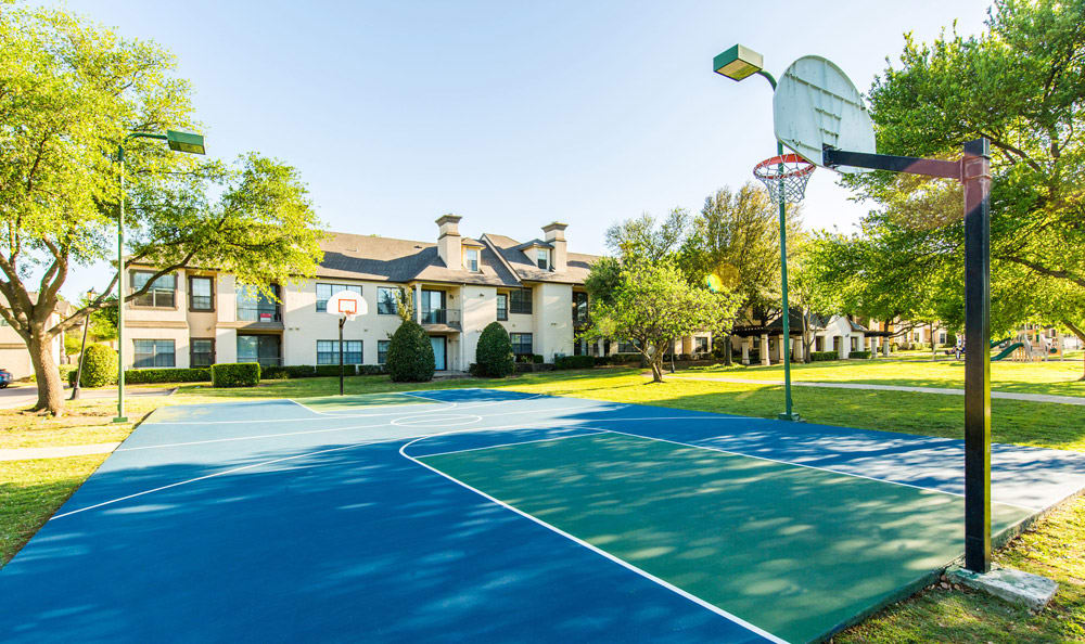 Basketball court at Marquis at Waterview in Richardson