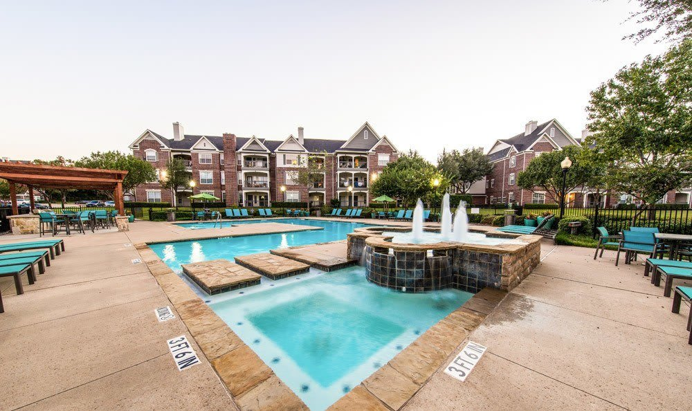 Swimming pool at Marquis at Silver Oaks