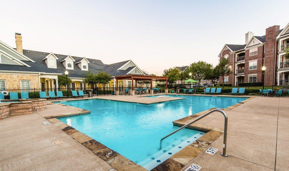 Marquis at Silver Oaks's pool in Grapevine, TX
