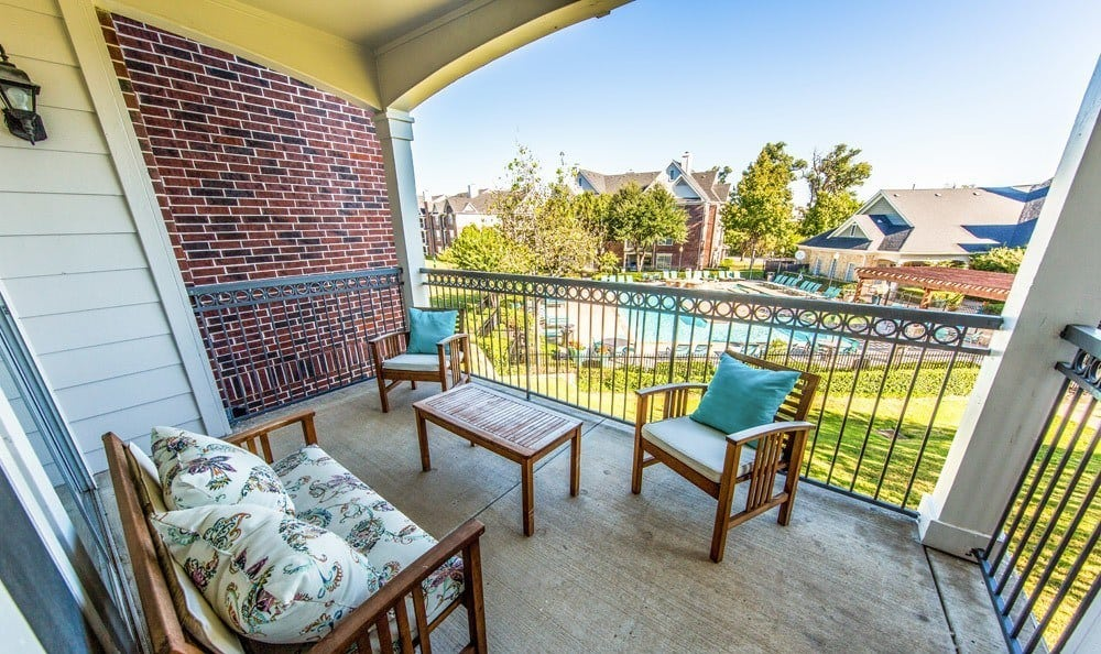 Courtyard view at Marquis at Silver Oaks in Grapevine, TX