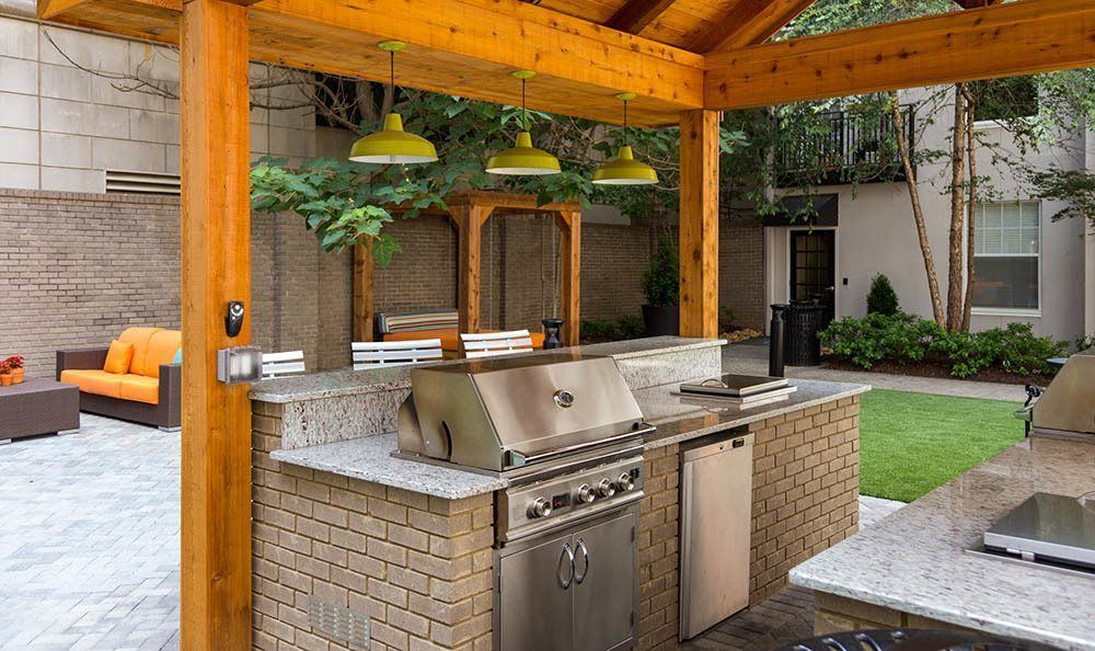 Outdoor kitchen and grill at Marq on Ponce