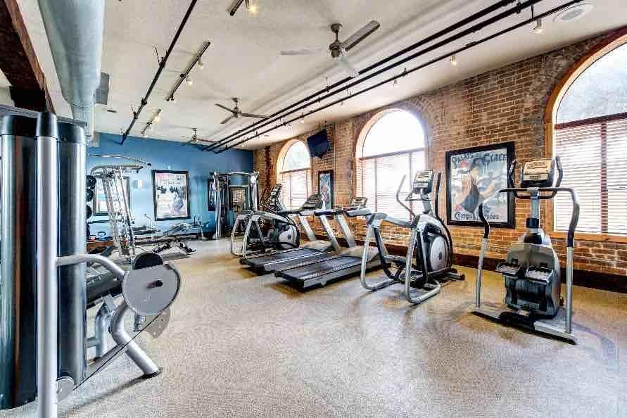 Fully equipped gym in Houston, TX
