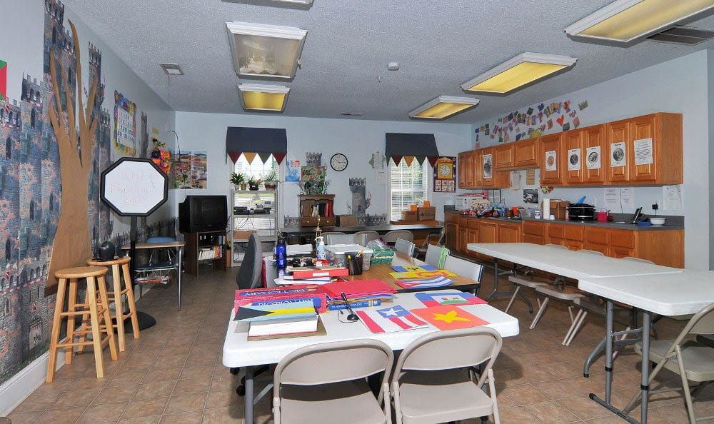 Arts and Crafts Room at Arbor Lake Apartments in Covington, GA.