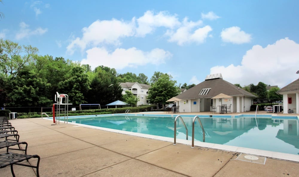 Relax by the pool at Highland Commons in Warrenton, VA.