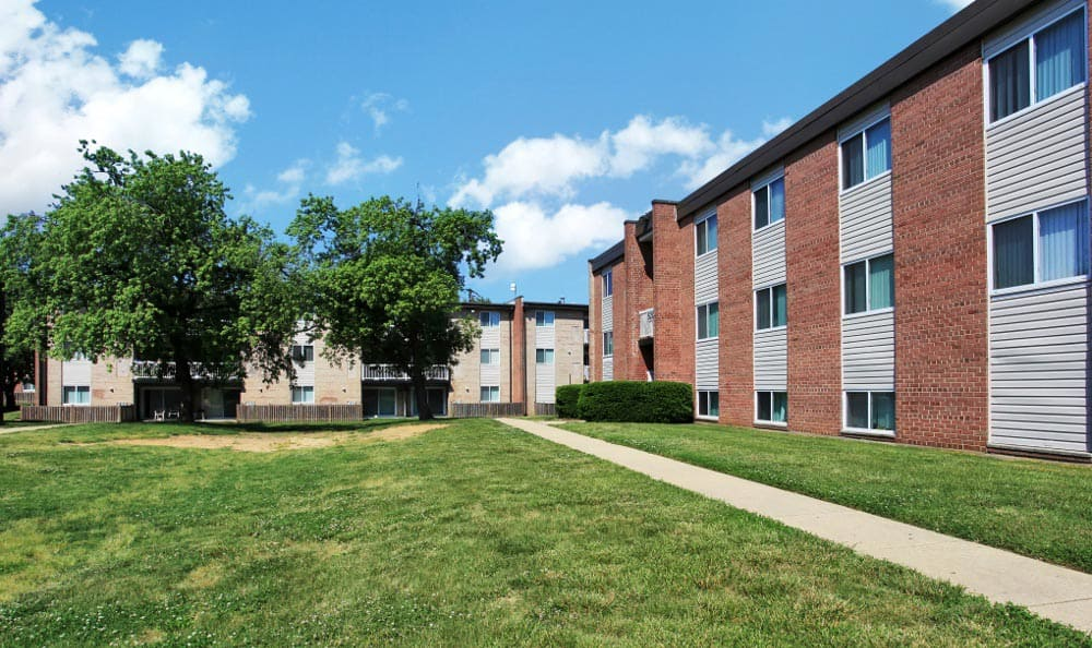 Large courtyard at Allentown Apartments in Suitland, MD.
