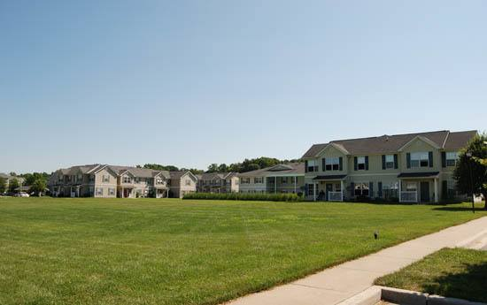 Green grass at Glen Creek Apartments