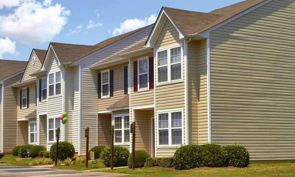 Broadwater Townhomes Building Exterior in Chester, VA
